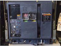 Merlin Gerin Masterpact M20 H1, 2000 AMP ACB Circuit Breaker + Case