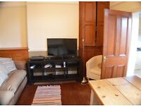 Large bedroom (king size bed) in 4 bed shared house. All inclusive. Central Lincoln. £85pw