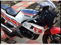YAMAHA FZ400R. £950.