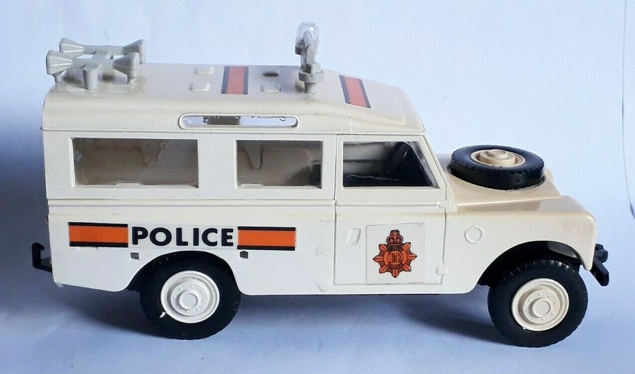Heller clic clac - land rover police incomplète