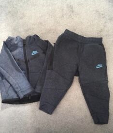 Baby boys Nike jogging suit