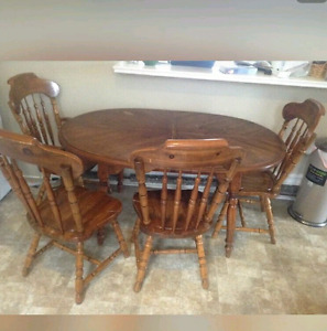 Nice Dining table with 4 chairs pick up today 80.00