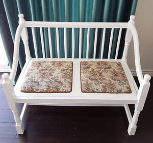 WHITE LOVE SEAT BENCH