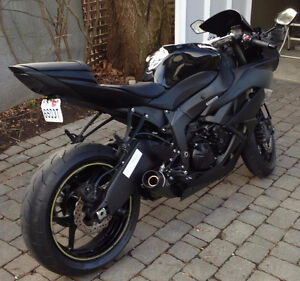 FOR SALE: Excellent condition and well maintained 2011 Kawi ZX6R