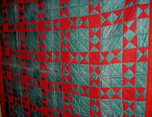 ANTIQUE MENNONITE RED AND GREEN STAR QUILT  BEAUTIFUL CHRISTMAS COLORS c1900