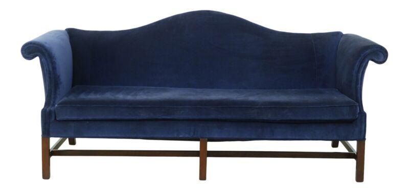 F50892EC: KITTINGER Colonial Williamsburg Chippendale Mahogany Camelback Sofa
