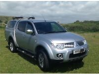 Mitsubishi L200 Warrior in excellent condition, leather seats, rear canopy, reversing camera