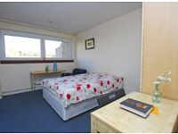 Bright and comfy doubel room to rent in large house just a few minute's walk from FINSBURY PARK!