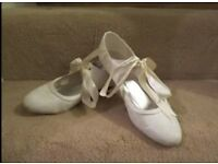 size 7 low heel ivory lace mary jane bridal shoes