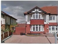 Very spacious 4 bedroom house to rent in great west road, hounslow TW5