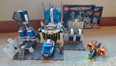 Lego Space Police Central (5985) with instuctions and extras!