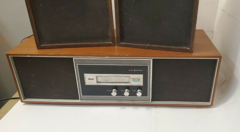 Vintage RCA Mark 8 Eight MODEL YLD-42W 8 Track Player Woodgrain plus 2 speakers