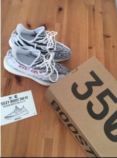 LF: a size 8 or 7.5 Yeezy zebra hmu for a good trade or deal