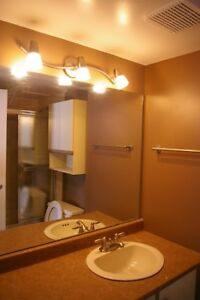 Room available close downtown. AD99032