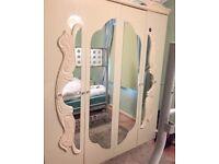 ITALIAN WHITE WARDROBE BEDROOM FURNITURE in EXECELLENT CONDITION