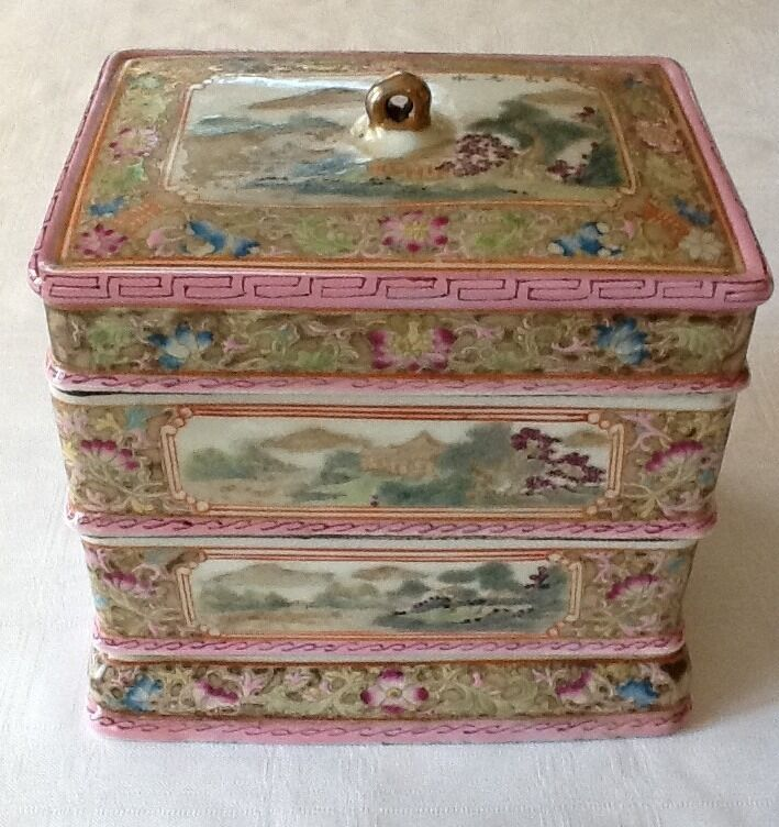 Chinese Famille Rose Porcelain Box                      #2916