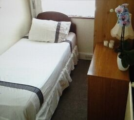 Tooting / Mitcham Single Bedroom to Let, Room to Rent in family home, suits Mature Lady Non-Smoker