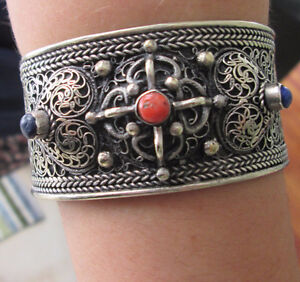 SILVER CUFF WITH 2 LAPIS AND 1 CORAL STONE FROM INDIA