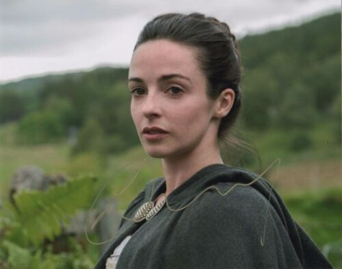 Laura Donnelly Outlander Autographed Signed 8x10 Photo COA #5