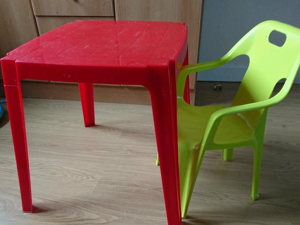 Kids table and chair plastic £5 | in Aberdeen | Gumtree