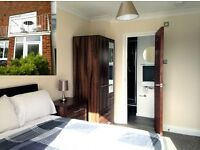 Beautiful Professional En Suite Room with Balcony in a House Share in a Key Location in Southwick