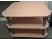 TV Stand in VERY GOOD Condition