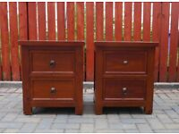 2 bedside chests