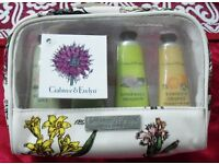 "NEW CRABTREE & EVELYN ""DELIGHTFUL HANDS"" GIFT SET OF FOUR HAND THERAPY CREAMS IN GIFT BAG."