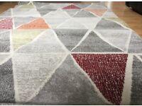 Grey pattern rug size 138 cm x 220cm