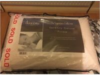 Dunlopillo serenity deluxe pillow, Mint Condition