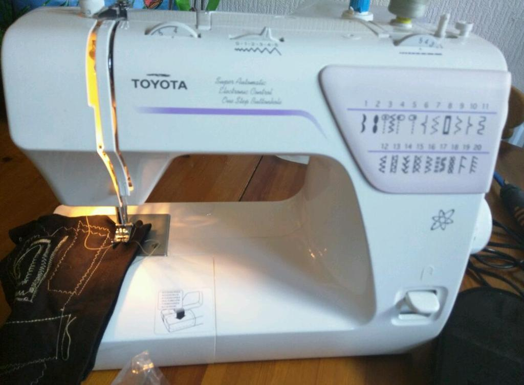Sewing machine toyota sa63 rs2000 series in leigh for Machine a coudre toyota rs2000