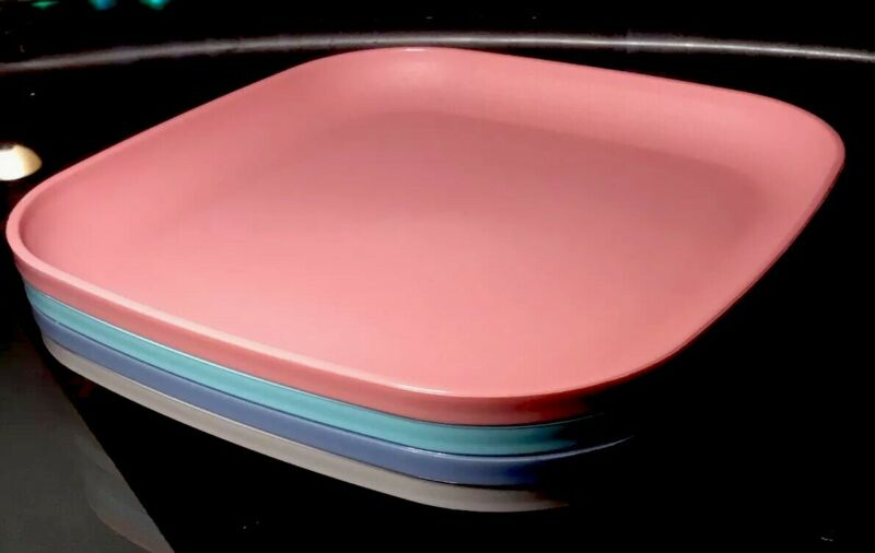 TUPPERWARE NEW VINTAGE SQUARE PLATES SET OF 4 IN CLASSIC PASTELS #1535 *NOS*