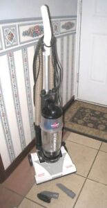 Small Lightweight Bissell Upright Vacuum in great working condit