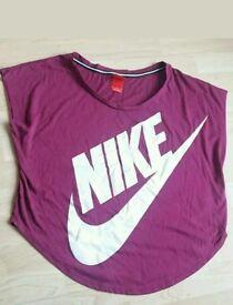 Ladies Nike t-shirt Medium