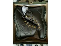 Brand New Gelert Walking Boots Size 7 Unisex