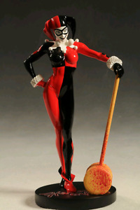 Harley Quinn DC cover girls statue