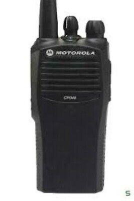 MOTOROLA CP040 4 CHANNEL 403-440 MHZ Analog Portable Radio Walkie Talkie