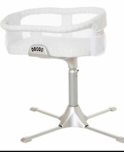 Halo Bassinest swivel sleeper- excellent condition bassinet