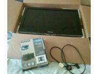"Boxed 32"" TV & Wall Mount"
