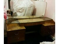 Dressing table / draws