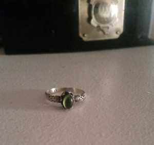 Sterling silver ring comes with jewelery box