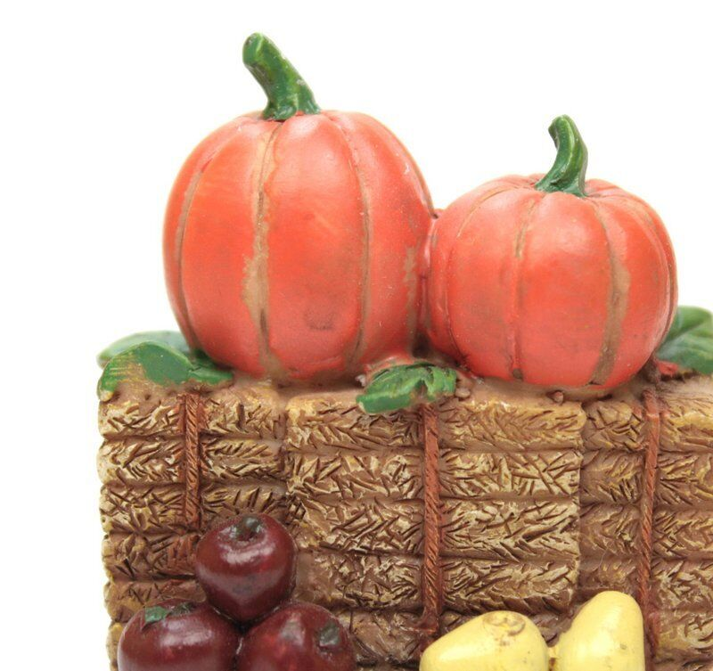 Miniature Hay Bales with Pumpkins - G Scale - Model Train Accessory - 118-1003