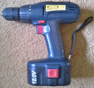 'TradeMaster' 120V Cordless Drill w/ Case, 2 Batteries & Charger Kingston Kingston Area image 3