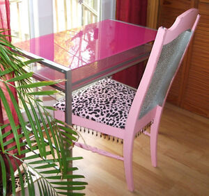 PINK DESK AND CHAIR London Ontario image 1