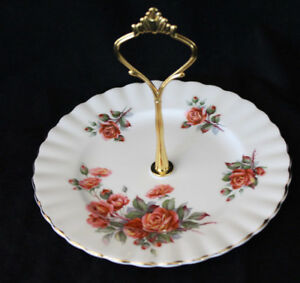 SMALL CAKE PLATE W/HANDLE