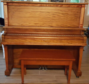 Piano droit antique fonctionnel