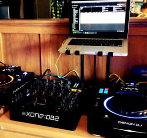 Crane stand for laptops and DJ gear