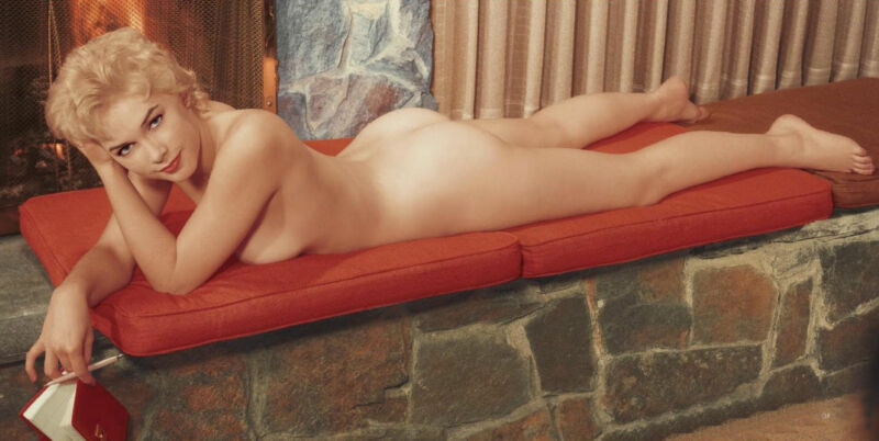 Stella Stevens Posing Lying Down And Naked 1940 8x10 Photo Print