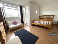 3 bedroom flat in Hillfield House, London, N5 (3 bed) (#1025195)