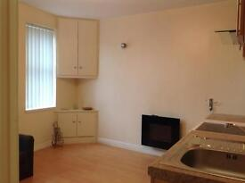FLAT/LEEDS 11/ ABOVE PARK/DECENT AREA / NR TO W.ROSE CENTRE / VERY NEAR BROADWAY PUB